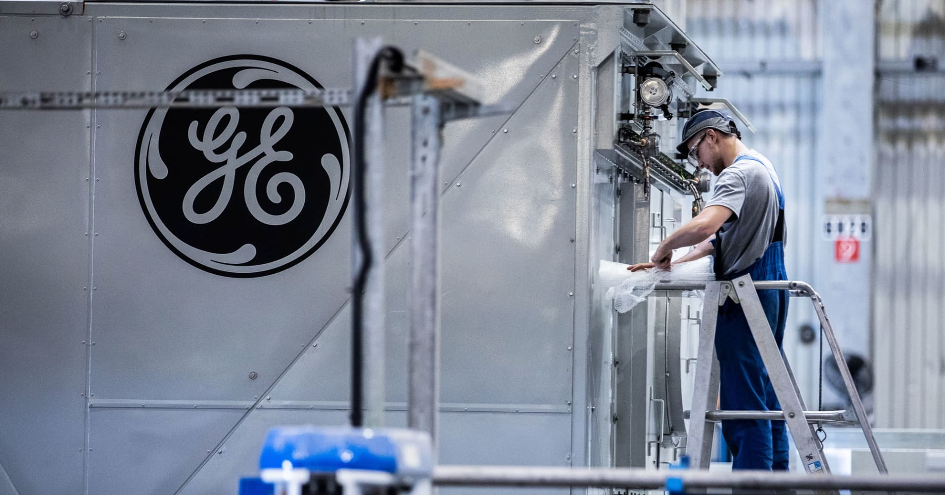 Don't count out GE yet, cash flow problems are temporary: Analysts