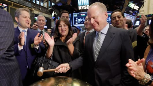 Madison Square Garden Company President and CEO David O'Connor, right, is applauded by MSG Networks Inc. President and CEO Andrea Greenberg, center, and others as his company's spinoff begins trading, Thursday, Oct. 1, 2015, on the floor of the New York Stock Exchange.
