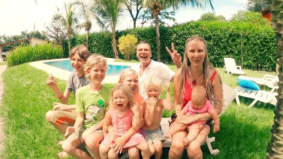 How this traveling family makes six-figures in less than 10 hours a week