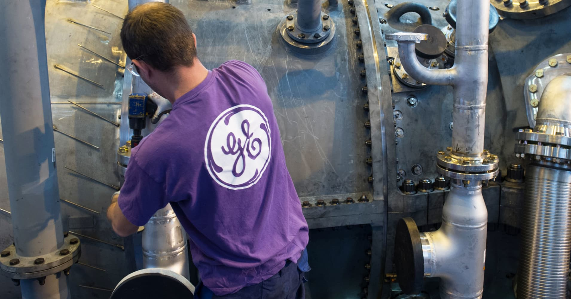 GE shares fall to 9-year low as SEC and DOJ expand investigations of accounting practices