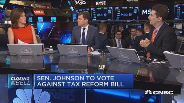 Stocks close near session lows