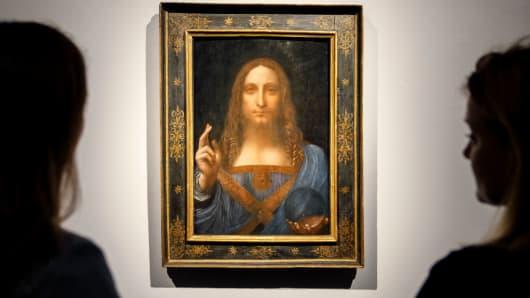 Nice Christieu0027s Employees In Front Of Leonardo Da Vinciu0027s Salvator Mundi Painting  At Christieu0027s Auction House In