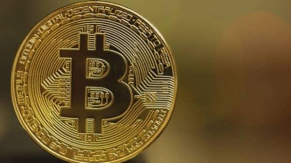 Bitcoin nears $8000