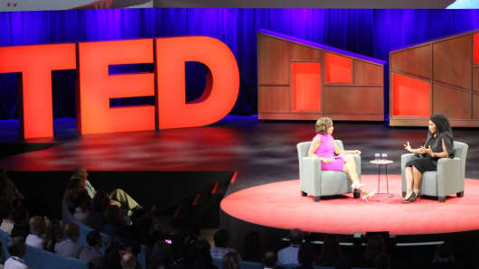 US superstar tennis player Serena Williams (R) discusses her tennis career and pending motherhood with journalist Gayle King during the TED Conference on April 25, 2017 in Vancouver, Canada.