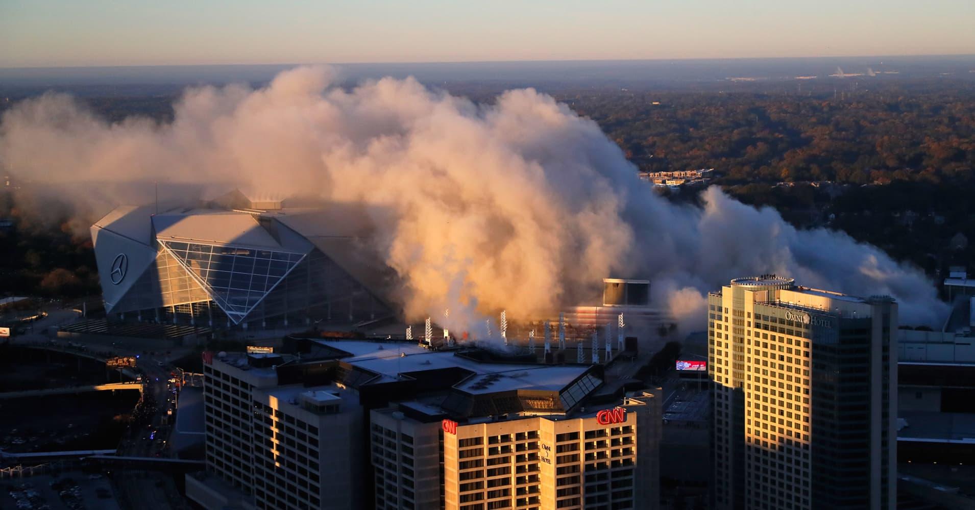 Georgia dome imploded in downtown atlanta for Best hotels near mercedes benz stadium atlanta
