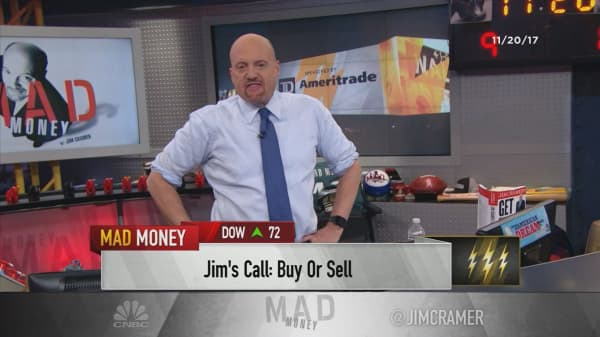 Cramer's lightning round: I'm still not a buyer of Chipotle after the latest incident