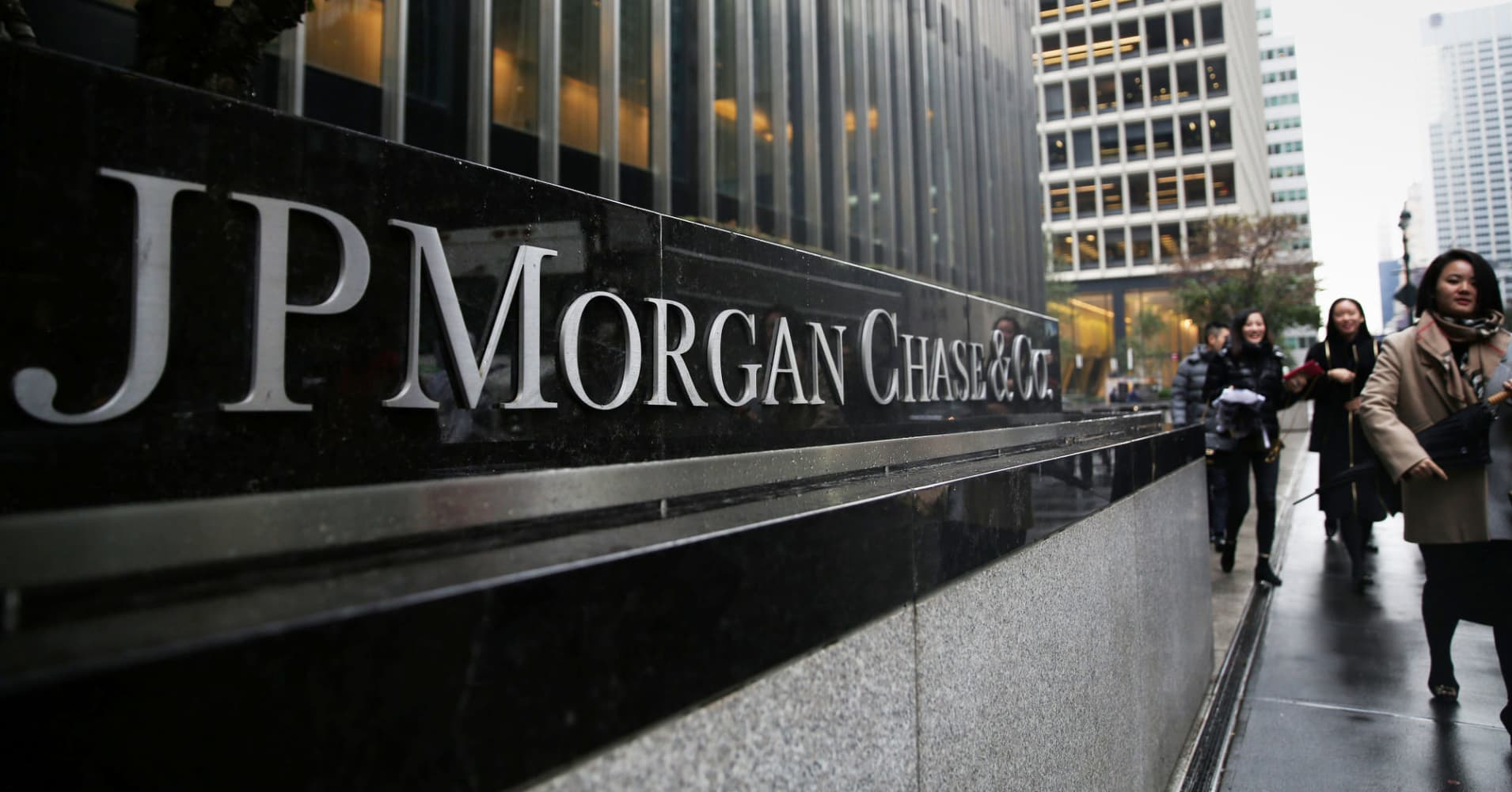 JP Morgan\'s trading business got a boost from volatility