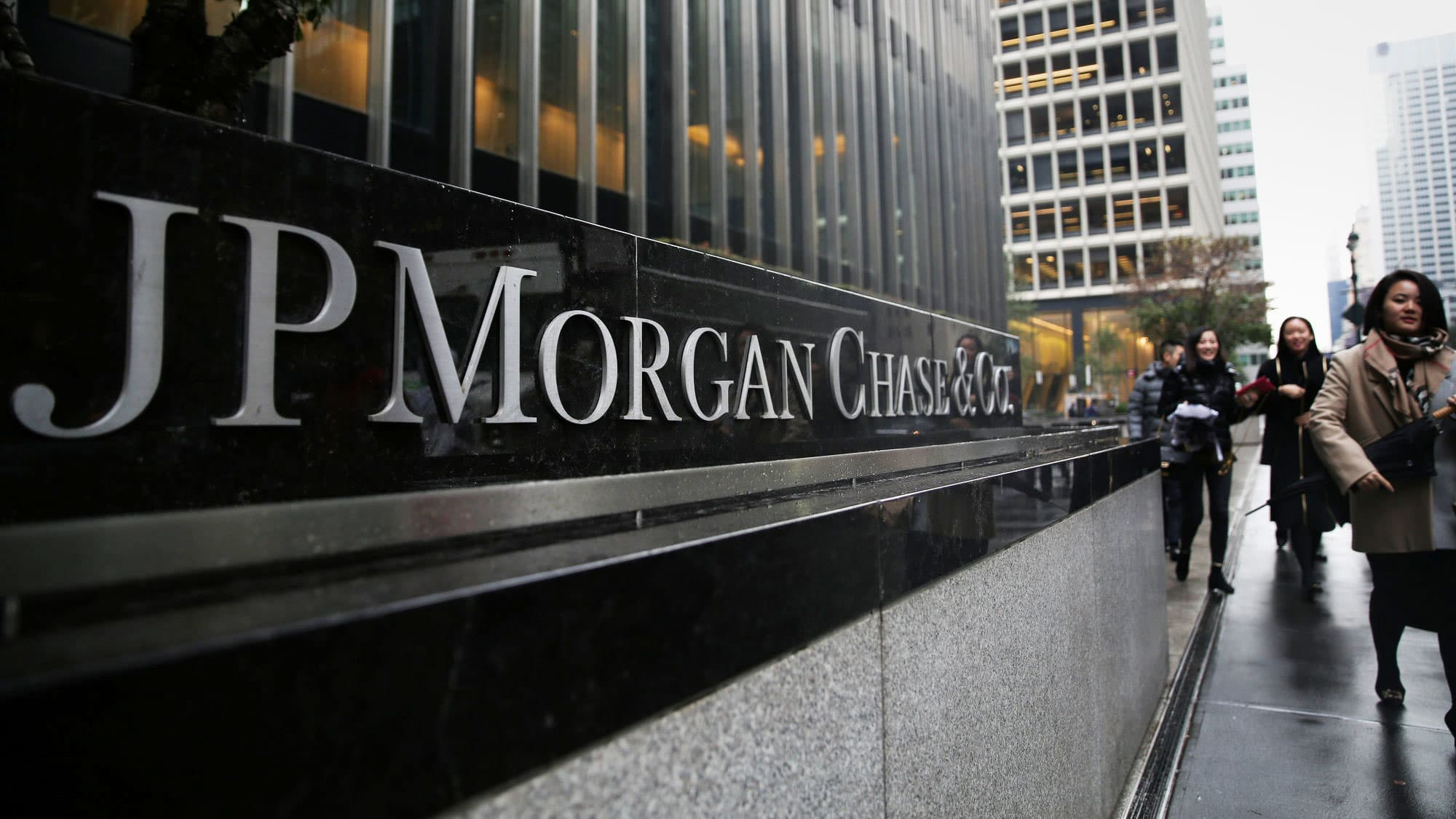 Goldman Jp Morgan Stocks Look Cheaper But Its Too Soon To Buy Bove