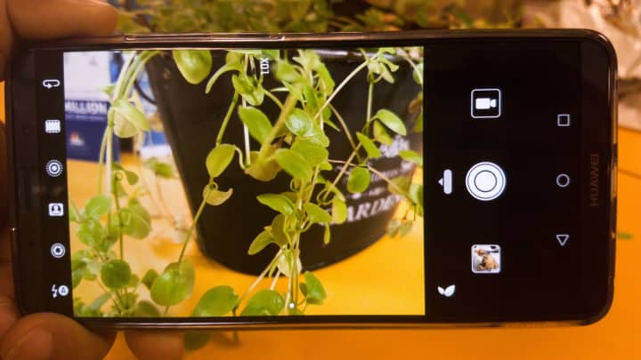 The phone's camera is able to recognize up to 13 different objects and scenes, and the AI inside the Mate 10 Pro then optimizes the picture settings accordingly.