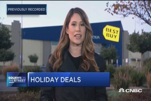 Best Buy vs. Amazon: Is it better to venture out to a store and brave the crowds and lines or shop at home?