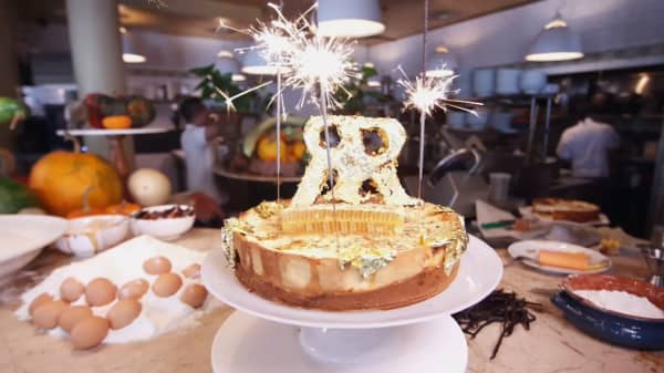 Check out what goes inside the world's most expensive cheesecake