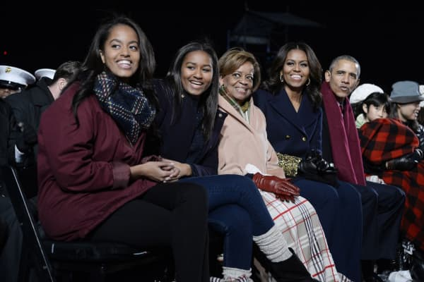 Malia Obama, Sasha Obama, mother-in-law Marian Robinson, first lady Michelle Obama and President Barack Obama attend the national Christmas tree lighting ceremony on the Ellipse south of the White House December 3, 2015 in Washington, DC.