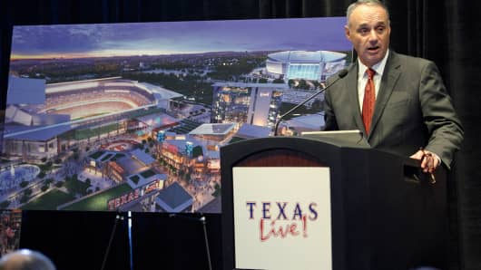 Major League Baseball Commissioner Rob Manfred speaks to those gathered at a event in Arlington, Tuesday, Sept. 20, 2016 updating plans for the $200 million Texas Live! multi-use development/entertainment complex to be build next to the Globe Life Park, home of the Texas Rangers.