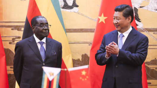 Former Zimbabwean President Robert Mugabe and Chinese President Xi Jinping in Beijing on August 25, 2014