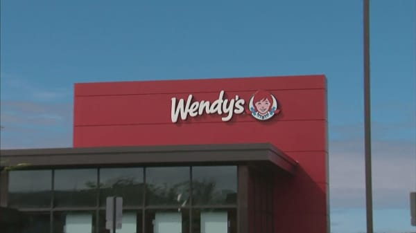 Wendy's to make nearly $450 million on Buffalo Wild Wings acquisition