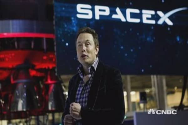 SpaceX raises an extra $100 million