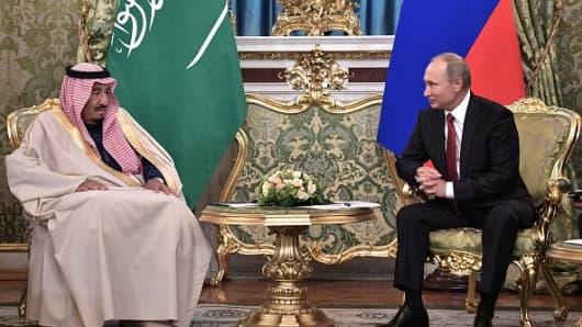 Russian President Vladimir Putin (R) meets with Saudi Arabia's King Salman bin Abdulaziz Al Saud
