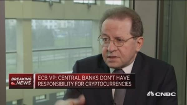 Bitcoin instability would not spread to other markets: ECB's Constancio