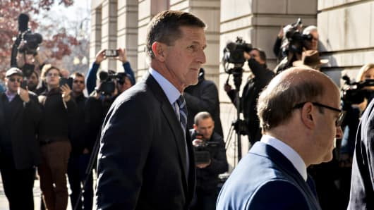 Michael Flynn, U.S. national security advisor, center, arrives at the U.S. Courthouse in Washington, D.C., U.S., on Friday, Dec. 1, 2017.