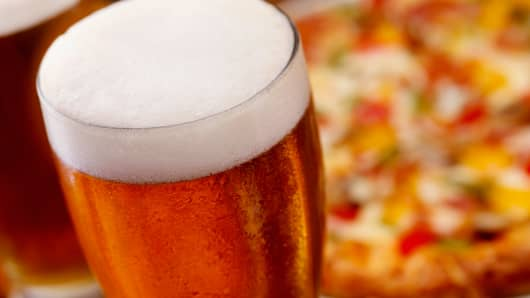 Pizza Hut testing beer and wine delivery