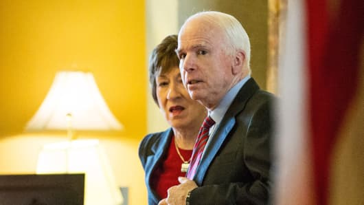 Sen. John McCain (R-AZ) (L) and U.S. Sen. Susan Collins (R-ME).