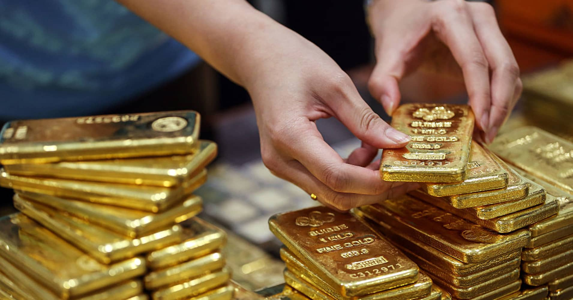 Wells Fargo turns positive on gold, here's how high bull sees it going