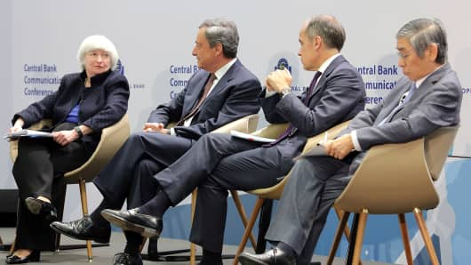Janet Yellen, Chair of the Federal Reserve, Mario Draghi, President of the European Central Bank (ECB), Mark Carney, Governor of the Bank of England, and Haruhiko Kuroda, Governor of the Bank of Japan, in a panel to discuss central bank communication on November 14, 2017 in Frankfurt, Germany.