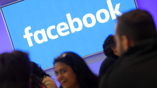 For First Time, Facebook Seen Losing Youth Audience To Snapchat
