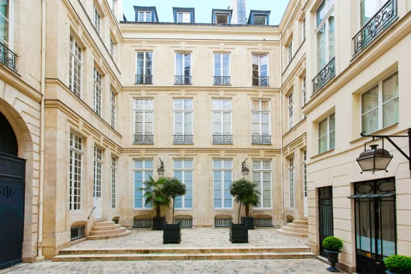 This townhouse with a giant secret garden is one of the most expensive homes in Paris