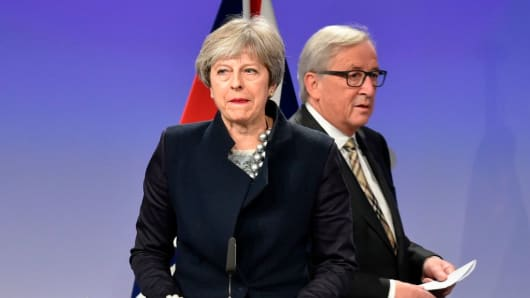British Prime Minister Theresa May (L) and European Commission chief Jean-Claude Juncker give a press conference as they meet for Brexit negotiations on December 4, 2017 at the European Commission in Brussels.