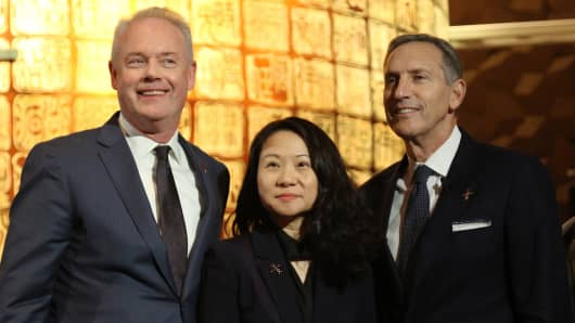 Starbucks CEO Kevin Johnson (l), Belinda Wong, CEO of Starbucks China (c), and Howard Schultz, Chairman of Starbucks.