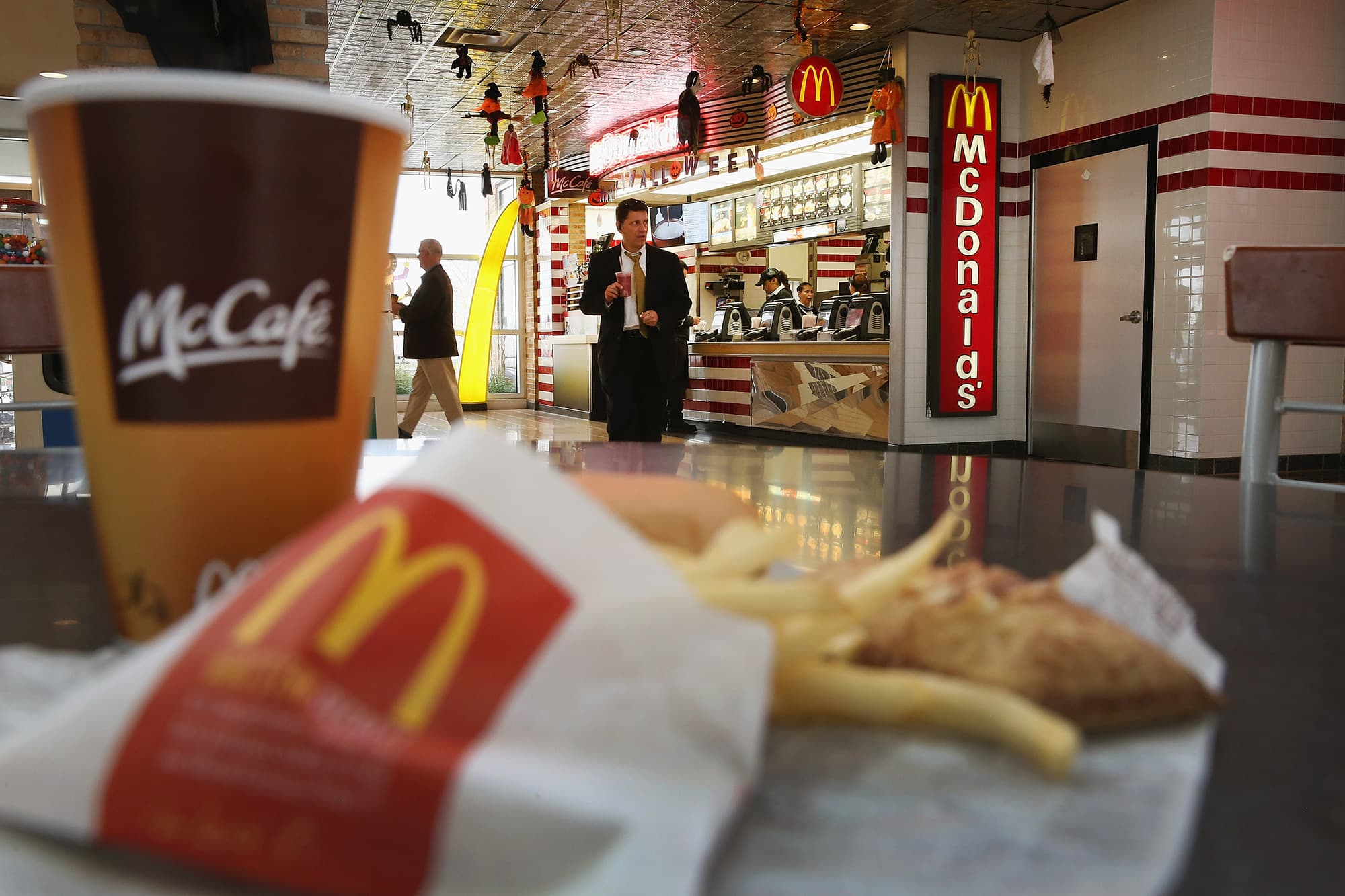 fast food restaurants popularity Why is fast food so popular several factors can result in this situation, including relative low price, less waiting time, delicious taste for most people and existence in everywhere.