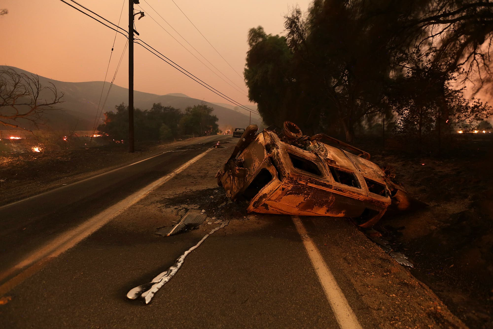 Thomas Wildfire rages near Los Angeles