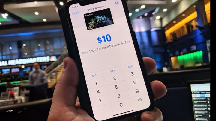 CNBC Tech: Apple Pay Cash 11