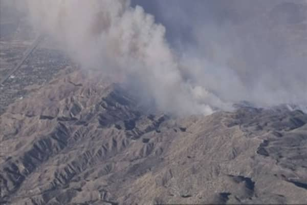 Thousands flee out of control wildfire north of Los Angeles