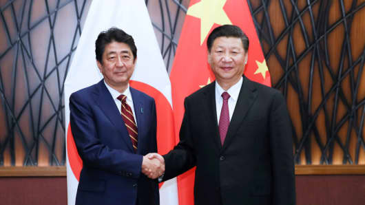 Chinese President Xi Jinping meets with Japanese Prime Minister Shinzo Abe in Da Nang, Vietnam, on Nov. 11, 2017.