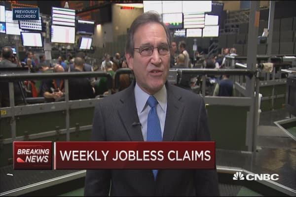 Weekly jobless claims down 2,000 to 236,000