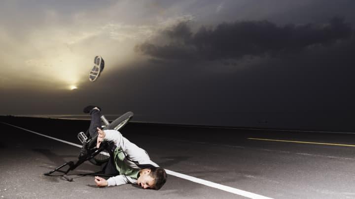 Guy falling over handlebars