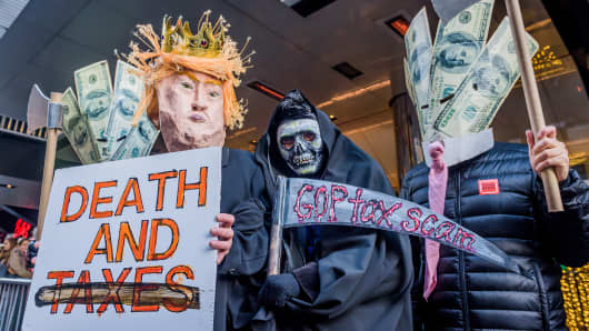 Hundreds of New Yorkers gathered outside Cipriani at 42nd Street in Midtown Manhattan on December 2, 2017.