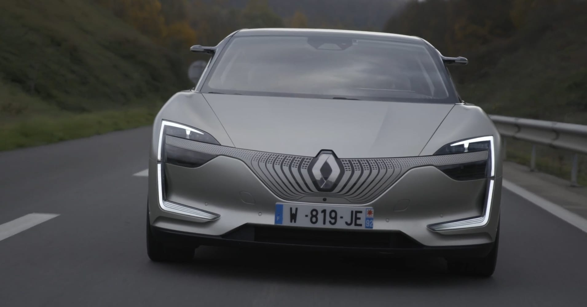 Renault just showed a demo car that has headlights change color when it's self-driving