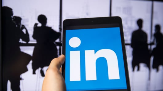 Chinese spies used Linkedin to get information on German officials, according to Germany's intelligence agency bfV.