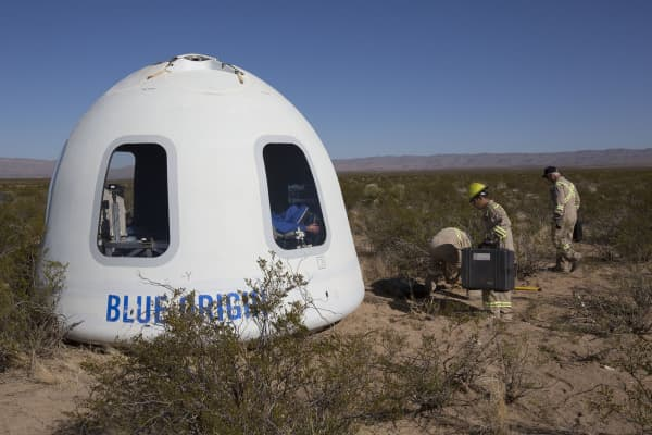 The Crew Capsule 2.0 features large windows, measuring 2.4 feet wide and 3.6 feet tall.