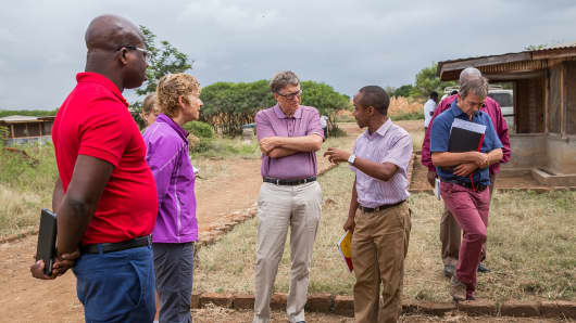 Sue Desmond-Hellmann in Tanzania with Bill Gates. Desmond-Hellmann is an Advisory Board member for Healthy Returns.