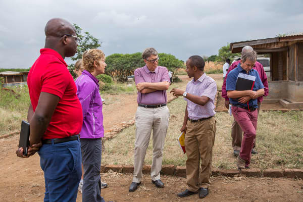 Sue Desmond-Hellmann in Tanzania with Bill Gates. Desmond-Hellmann is an Advisory Board member for Healthy Returns.