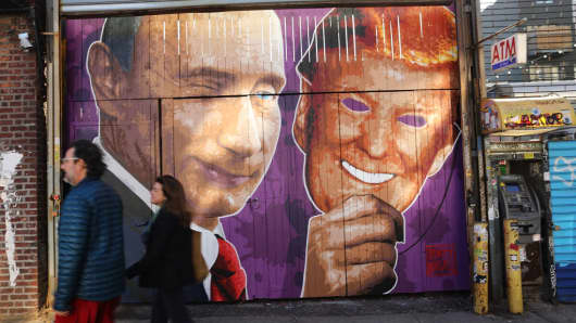 Street mural in Brooklyn depicts President Trump in Russian President Putin's hand
