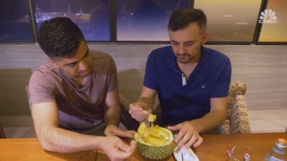 We had Gary Vaynerchuk try the world's smelliest fruit