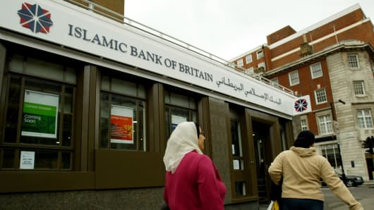 Islamic Bank of Britain was launched in London, England in 2004. The bank has since been renamed to Al Rayan bank.