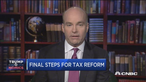 Trump 'misplayed his hand' on taxes by not getting some Democratic support, Axios' Mike Allen says