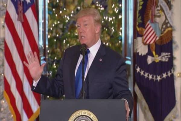 Economic optimism soars, boosting Trump's approval rating
