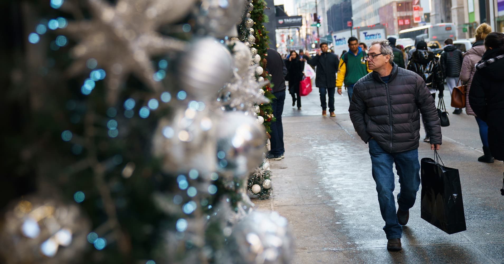 US Christmas sales predicted to surpass $1 trillion for the first time this year